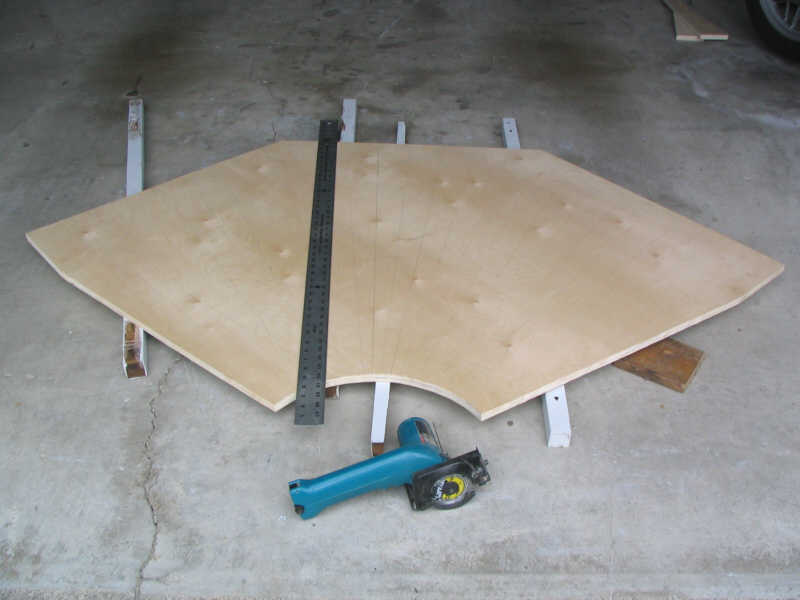 base1.jpg - the plywood base has been cut.
